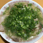 144523638 - チャーシュー麺並・カタ・ねぎ多め