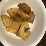 惣菜なかふじ - ゴマ塩ポテト