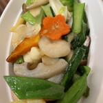 せろりや - 海老と野菜の炒め物。 隠れて見えませんがぷりぷり海老が結構入っています。