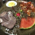 八兆 - 韓国冷麺。スイカ避難!