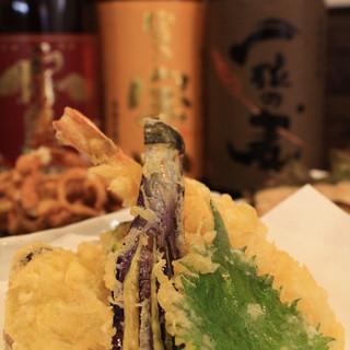 昼も夜も、注文から揚げるサクサク天ぷら