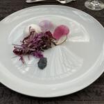 ジリオン - 黒と紫のDark Salad 黒オリーブのマヨネーズドレッシングで