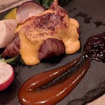 96 NIKUHOLIC - 万葉牛希少部位 藁焼き (ランプ) ~ オランデーズソース仕立て