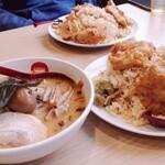 ラーメン中華食堂 新世 - 比べ方が悪いけど大盛りはすごかった!