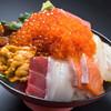 塚本鮮魚店 - 料理写真:当店自慢の極み海鮮丼です!!