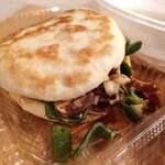 揚州灌湯包 - 肉夾饃 中華ハンバーガー 600円だよ