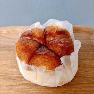 ラ・ギャミヌリィ - 料理写真:もちもちパン 210円