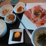 Yakinikuheijoen - 和牛炙り焼きすきセット1300円