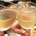 バル・イスパニヤ - 白ワインで乾杯♪