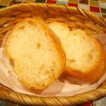 バル・イスパニヤ - パンはお代わりできます