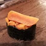 かまた寿司 - ウニ軍艦、カラスミ載せ