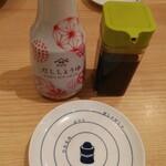 鮨・酒・肴 杉玉 - 面白いイラストの醤油皿