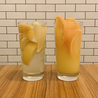 フルーツたっぷりのチューハイなど、甘めのアルコールが大充実