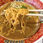 フードスタジアム - 醤油ラーメンの麺