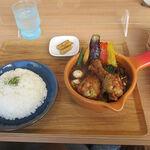 Cray pod soup curry Ohmiya Seiuemon - 「京赤地鶏」の手羽元スープカレー