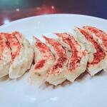 鴻錦楼 - 野菜たっぷり入った餃子にパワーアップしてたニャー♬
