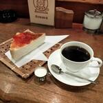 南珈琲店 - こだわり珈琲とトーストで300円、生クリームも美味い!