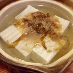 真酒亭 - 湯豆腐でぬる燗を飲むって冬の北陸の醍醐味でしょう