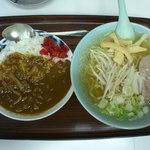 食事処 三平 - 塩ラーメンと半カレーセット(800円)です。2012年8月