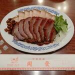 "chuukasaikandouhatsu - 本日いただいたのは、""チャーシュー""と""皮付き豚バラ肉""の焼物の""叉焼拼焼肉"" ¥2,310"