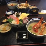海鮮料理 中村 - 料理写真:手前が海鮮丼ランチに伊勢海老プラス1,650円です!
