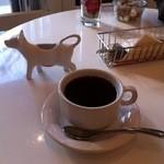 ガゼーボ - コーヒー。ミルクの入れ物が牛でかわいい。