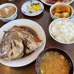 一力 - 鯛の兜煮とマグロ定食