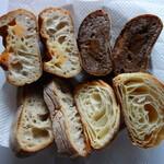 パンやきどころ RIKI - .....右下から時計回りで③クロワッサン④リュスティック⑤チーズフランス⑥天然酵母ラムフィグノア.....