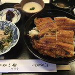 山ばな平八茶屋 - 京地焼 鰻一匹丼 とろろ汁 肝吸い 小鉢 香物 水物付