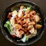 札幌スープカレー専門店エスパーイトウ - 特製スパイスの揚げじゃがベーコンシーザーサラダ(ハーフ)