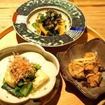 創和堂 - 小鉢盛合せ  巻き湯葉と青菜のお浸し、あん肝 生姜煮、鮑とちぢみほうれん草の肝和え