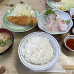 藤与し - ヒラメ刺身定食800円 ご飯と味噌汁はおかわりオッケー!