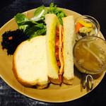 Cour Plus - BLT&チェダーチーズホットサンド
