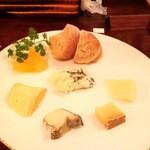 ピッコロジャルディーノ - チーズ盛り合せ