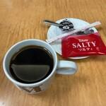 144692080 - サービスのコーヒーとクッキー