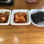 高麗参鶏湯 - キムチ、カクテキ、韓国海苔