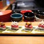 創作鉄板 粉者焼天 - 炙り和牛寿司