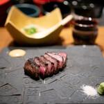 創作鉄板 粉者焼天 - 厳選ステーキ 炊き込みガーリックライス 赤出汁
