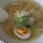 一心 - 料理写真:黄金色の塩スープ!