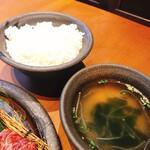 牛仁 - ランチセットのライス中とスープ