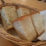 イタリア食堂 フクモト - 自家製フォカッチャ