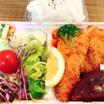 ごはんや ぐぅ - 【テイクアウト】ミックスランチ(エビフライ&白身魚フライ) 800円