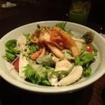 芋蔵 - 蒸し鶏キムチサラダ