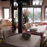 マカロニ食堂 - 紙のテーブルクロスに落書きOKです!!