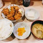 日本橋焼餃子 - 店長さん51歳のお誕生日記念イベントの唐揚げ定食 800円→510円
