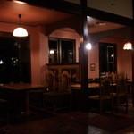 Turner-Cafe - テーブル席はユッタリ座れ落ち着ける雰囲気に♪