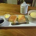 紅茶とお酒の店 teato - スコーンとアイス