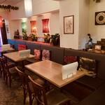 アジアンカフェ ダオタイランド - ソファ席でゆったりできます。