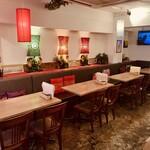 アジアンカフェ ダオタイランド - 広々としたテーブル席☆