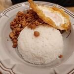 マンゴツリーカフェ - 鶏のガパオ